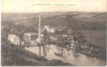 La cheminée et la chaufferie de la poudrerie à l'étang du Pont Neuf