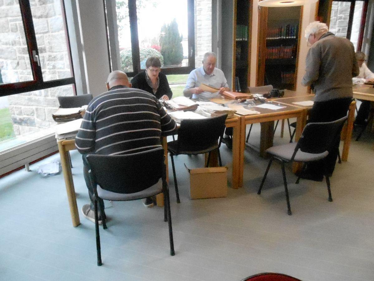 Le groupe de travail aux archives départementales