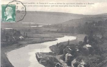 Le quai de Ty Beuz au bord de la Douffine et au loin l'Aulne