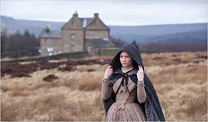 L'une des nombreuses adaptations au cinéma, ici Mia Wasikowska dans le rôle de la jeune gourvernante.