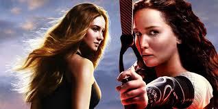 les deux héroïnes au cinéma, Tris à gauche ( Divergent) et Katniss à droite ( Hunger Games).
